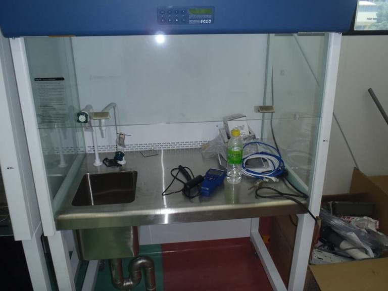 Uni Malaya BSCI with sink for staining